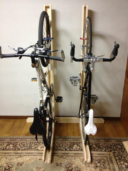 バイク 自作 ロード スタンド 場所を取らない!クロスバイクやロードバイクの室内保管方法!
